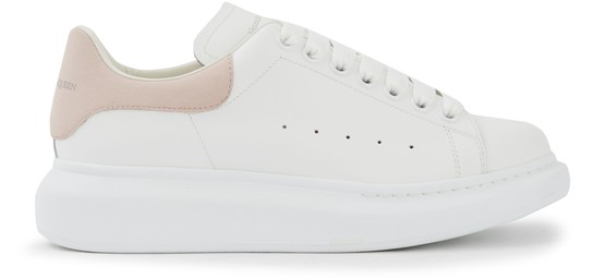 Sneakers, Oversize Alexander Mcqueen white that carries the